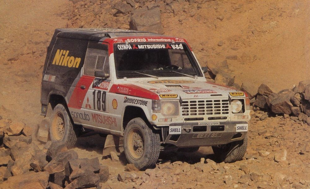 This image has an empty alt attribute; its file name is 1985_Pajero_Dakar.jpg